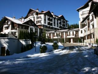 Sunny skiing apartment in Semiramida Garden