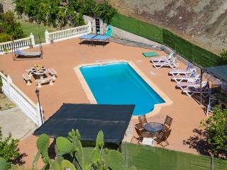 Villa, private pool with poolside bar, ping pong, Carratraca