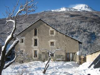 Snowgums 1, authentic, cosy and spacious for 6, Briancon