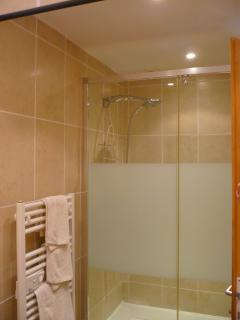 The double shower in the 1st bathroom on the ground floor