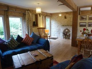 The Bothy, very spacious three bedroom cottage, sleeps 7 (+1). All rooms ensuite, Broadwindsor
