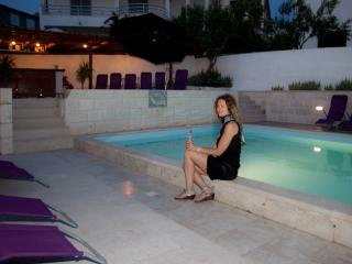 Three Bedroom apartment in villa with Pool