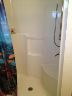 Oversize shower (no tub in Guest Cottage)