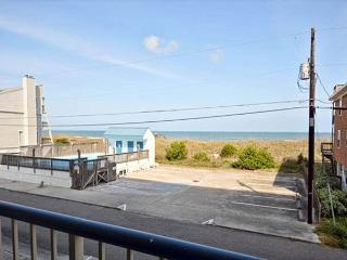 In Paradise- Ocean view condo at Paradise Towers w/ pool and easy beach access, Carolina Beach