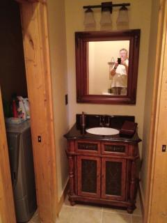 main floor 1/2 bath