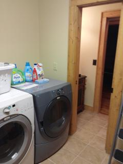 laundry room to 1/2 bath