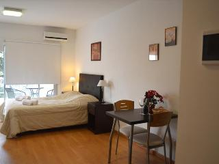 Nice Lofted Studio + Amenities. Fast Wifi 10 MB!, Buenos Aires