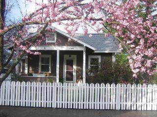 Perfect vacation cottage, Ashland