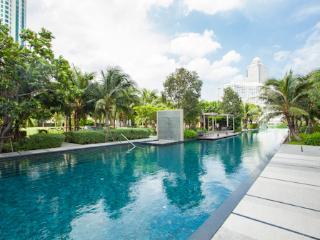 The River Luxury Apartment near BTS in Bangkok CBD
