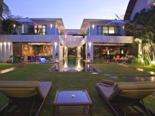 Casa Hannah, Luxury Large 5BR/5Bath  Seminyak
