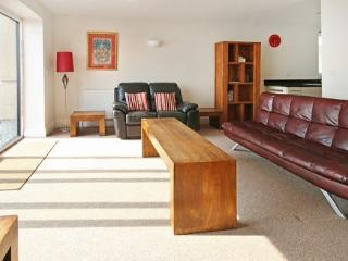 6 Astor House modern 2 bed with stunning sea views and private balcony