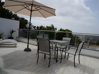 Sea views 1 with sun drenched balcony, Machico