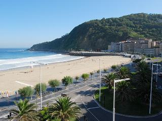 INTERNATIONAL::Seaviews, surf, pintxos!, San Sebastian - Donostia