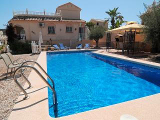Luxury Spanish Villa - UK freesat TV, WiFi, Landline, Aircon & Private Pool -