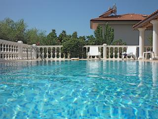 Secluded from neighbouring villa, the pool is maintained in perfect condition by an expert
