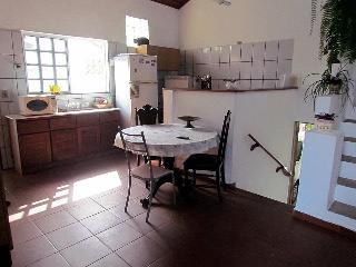Casa localizada no centro historico de cananeia-SP