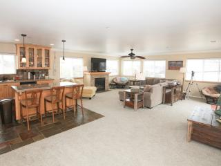 Spacious, Beautiful New Townhome Close to Downtown, Morro Bay