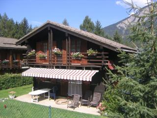 Comfortable chalet. Enclosed garden. Dogs accepted