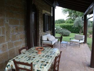 Recently restored farmhouse in Southern Tuscany, private garden and outdoor pool