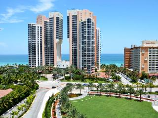 Deluxe 2 Bedroom Ocean View OR1427 !, Sunny Isles Beach