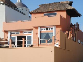Casa Vidrio de Mar - 3RB/2BA Caribbean Front Home, Isla Mujeres