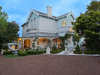 Cotter House Luxury Retreat - holiday rental, Auckland