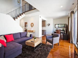 Gorgeous 2 Bedroom Townhome by Pico & Robertson, Beverly Hills