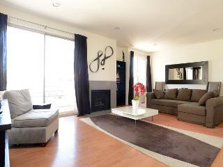 2 Bedroom Clark Unit near Beverly Hills, Los Angeles