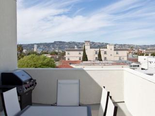 Enjoy Clark Loft by Robertson, Beverly Hills