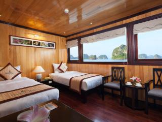 Garden Bay Cruise - deluxe twin cabin with large window.