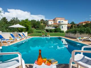 Villa Quina~ Sleeps 9 ~Private Pool~Air Con and Wi-fi Incl