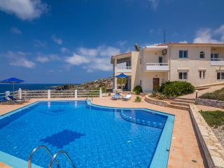 Villa Penelope with stunning views to the sea, Akrotiri