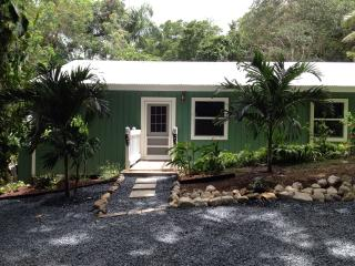 """Bamboo"" cottage- very private 2 bedroom 2 bath, Christiansted"