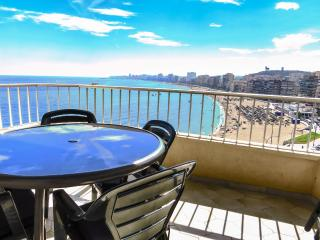 Ref: 222 - 2 Bed Beachfront Apartment 8th floor spectacular views the coastline!