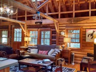 Cedar Log Cabin in Boothbay Harbor, Maine