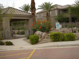 1st Flr 2 bedroom Condo w Garage by McDowell Mtns, Scottsdale