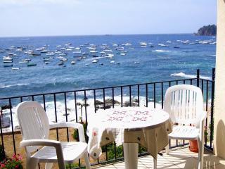 Beachfront Holiday Apartment, 4 bedroom, Sleeps 10, Calella de Palafrugell
