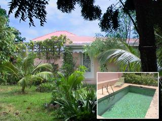 Longford Hideaway Cottage: 1BR, pool, organic farm, Christiansted
