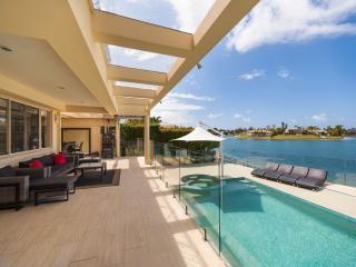 LOunge overlooks heated spa/pool and lake