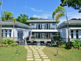The Olive Tree Villa in Tagaytay - pool and garden