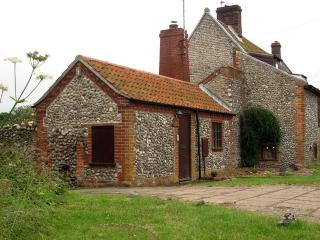 Period cottage with huge garden in coastal village, Holt