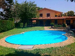 Holiday villa with pool near Rome