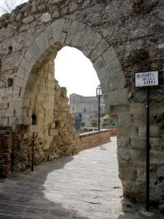 Antica porta della città, accesso verso il centro storico del borgo