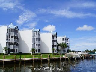 GRAND BAY - Light and Beachy Waterfront Condo, Marco Island