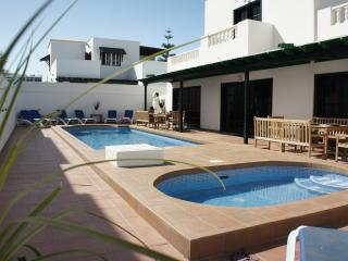 5 Bed Heated Pool Hottub Games Room Wi-Fi, Central, Costa Teguise