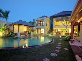 Naga 5  Bedrooms Villa,Kuta 5 minutes to the beach, Seminyak