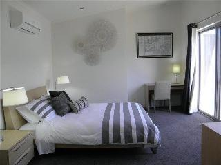 Glen Executive Townhouse - close to CBD