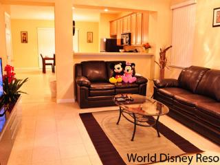 Beautiful 3 Bedroom Townhouse at Paradise Cay Resort with WiFi, Kissimmee