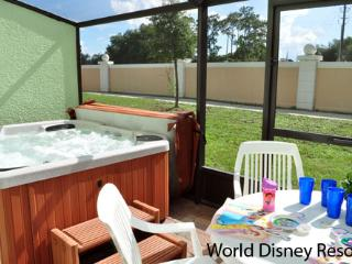 ⭐MUST SEE⭐4 bed/Private Hot Tub/ Wii/ Game Room/ BABY-Friendly/ 10 min to Disney