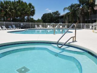 Charming 3 Bedroom Condo at Sun Lake just 2 miles from Disney